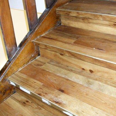 Bodenleger_München - Treppe mit Vinyldielen verkleiden 3